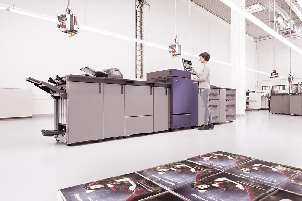 Новая печатная машина в типографии New Media