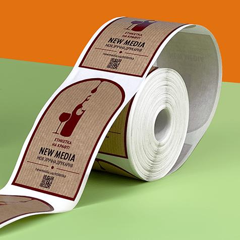 печать этикеток на крафте в рулонах малыми тиражами